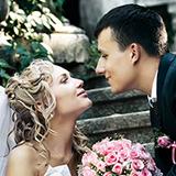 bouquet de fleurs, robe de mariée, couple heureux, mariage